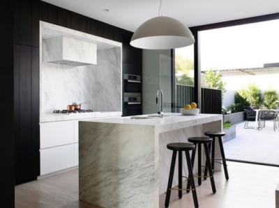 imae 6 , blk pendant.Cool-Modern-Townhouse-With-Laconic-And-Clean-Lined-Interior-With-marble-kitchen-and-wooden-stools-and-wooden-flooring