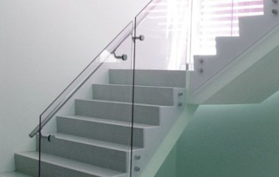 glass balustrade951299b9c2faa65f10928c5c2e00c675